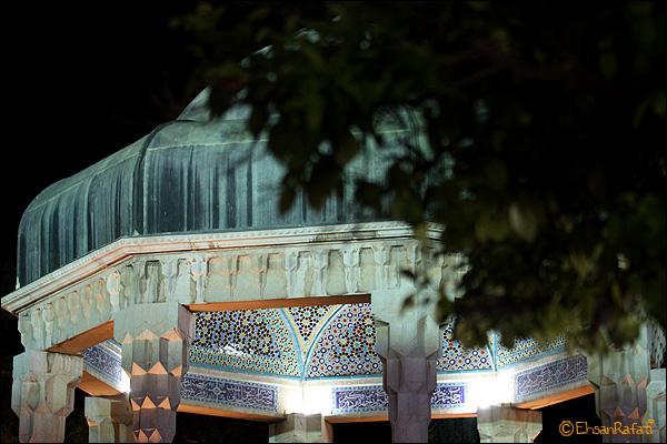 shiraz fars iran butifull city شیراز فارس ایران شهر سوم مذهبی پایتخت فرهنگی ایران اردیبهشت زیبا اردی بهشت سرزمین مادری ام  آرامگاه حافظ شیرازی معروف به حافظیه در شب
